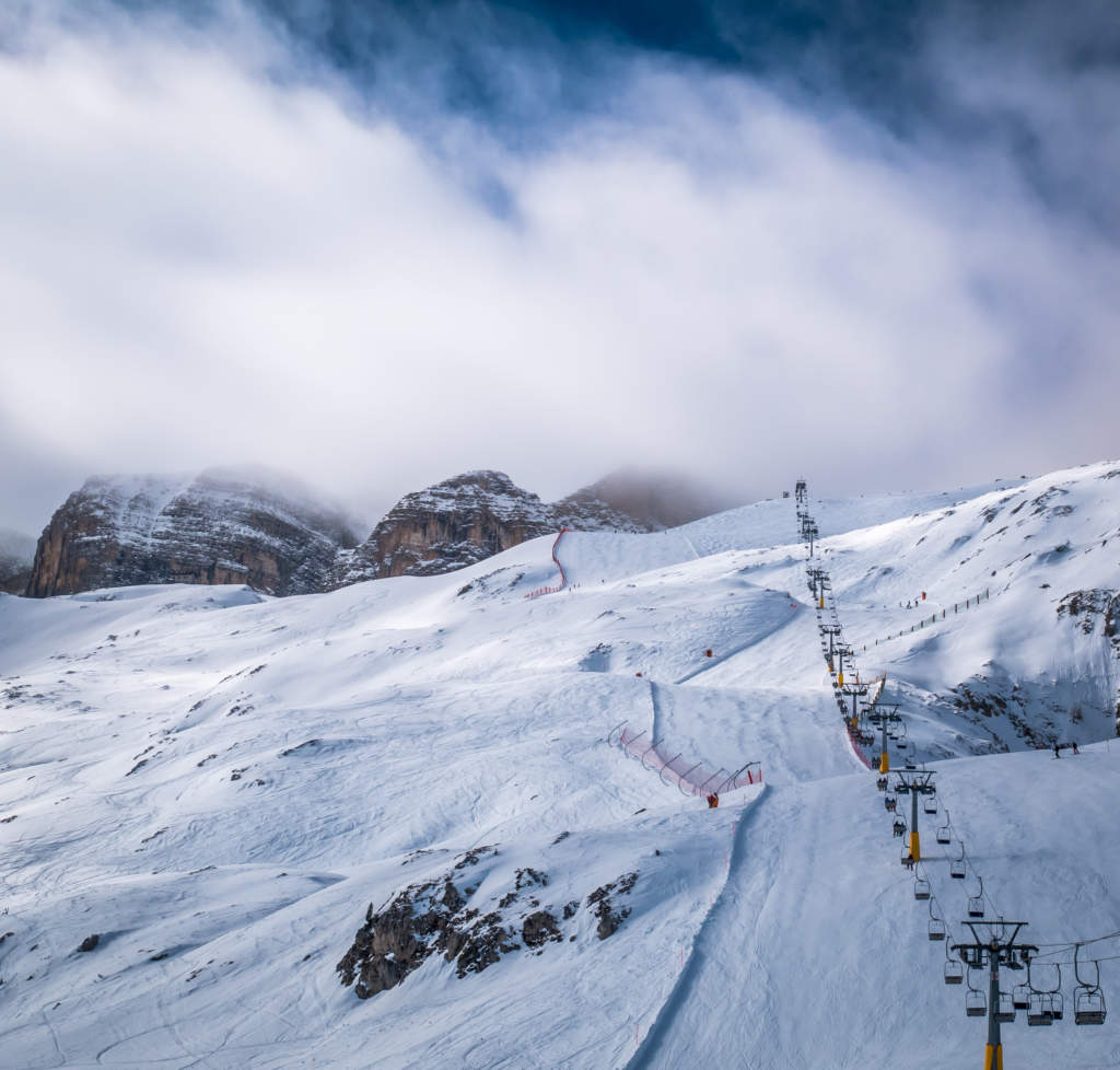 Ski lift goes up to the foggy top of the moutain.