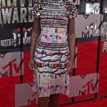Lupita Nyong'o är SÅ läcker i detta färgglada paket från Chanel. Spexigt men värdigt samtidigt.