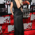 ...Rita Ora - precis tvärtom och chockar på sitt sätt. Helsvart och sobert är inte direkt deras signum men riktigt läckert ändå.