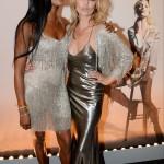 ...glansig långklänning och matchar glittrande bolero/överdel med polaren Naomi Campbell.