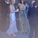 Världens mesta fashionista, franska Carine Roitfeld är såklart oerhört passande klädd för ett sommarbröllop - mönstrad långklänning kommer man långt med...4 plus