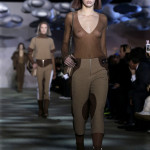 Kendall har börjat på en finfin modellkarrirär, här går hon Marc Jacobs visning i New York.