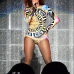 Min favorit - bodyn från Versace. Älskar färgerna och de mäktigt stora symbolen.