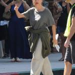 Förvisso är Sofia Vergara på inspelningsplats och är säkert klädd såhär för sin roll men HUR ofta får vi se denna timglasmänniska i sån här outfit? Kände att jag var tvungen att bjuda på den...