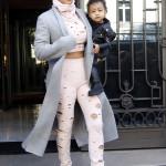 Kim Kardashian är inte rädd för att testa det mesta. Här i mjuk outfit med massor av hål. Why not?
