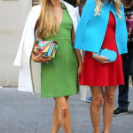 Systrarna Nicky och Paris Hilton klär på sig tillsammans, gärna i bubblegum-stil.