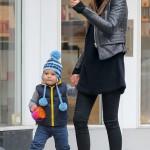 Årets mamma: Miranda Kerr - hetaste morsan i stan? Hämtar på dagis i designerklackar och vippig kjol. I want that!