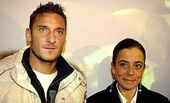 Totti driver med sig sjalv i ny bok