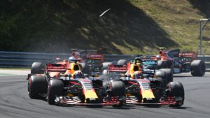TOPSHOT - Red Bull's Australian driver Daniel Ricciardo (L) and Red Bull's Dutch driver Max Verstappen (R) collide as they race at the Hungaroring circuit in Budapest on July 30, 2017, during the Formula One Hungarian Grand Prix. / AFP PHOTO / Andrej ISAKOVIC