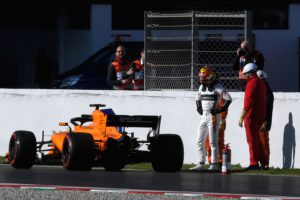 McLaren's Belgian driver Stoffel Vandoorne stands next to his broken down car at the Circuit de Catalunya on March 6, 2018 in Montmelo on the outskirts of Barcelona during the first day of the second week of tests for the Formula One Grand Prix season. / AFP PHOTO / LLUIS GENE