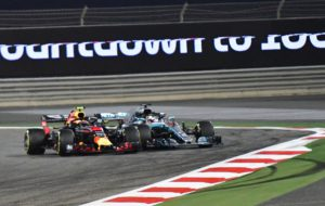 Red Bull's Dutch driver Max Verstappen (L) makes contact with Mercedes' British driver Lewis Hamilton as they come round a corner during the Bahrain Formula One Grand Prix at the Sakhir circuit in Manama on April 8, 2018. / AFP PHOTO / Giuseppe CACACE