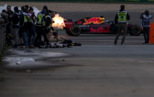 A trail of smoke and flames is seen from the car of Red Bull's Australian driver Daniel Ricciardo during a practice session for the Formula One Chinese Grand Prix in Shanghai on April 14, 2018. / AFP PHOTO / Johannes EISELE