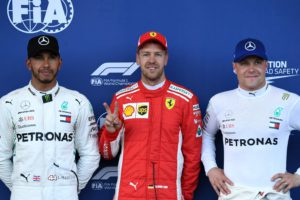 Pole position winner Ferrari's German driver Sebastian Vettel (C) celebrates with second placed Mercedes' British driver Lewis Hamilton (L) and third placed Mercedes' Finnish driver Valtteri Bottas after the qualifying session for the Formula One Azerbaijan Grand Prix at the Baku City Circuit in Baku on April 28, 2018. / AFP PHOTO / Kirill KUDRYAVTSEV