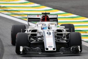 Alfa Romeo Sauber's Swedish driver Marcus Ericsson powers his car, during the second free practice of the F1 Brazil Grand Prix at the Interlagos racetrack in Sao Paulo, Brazil on November 9, 2018. (Photo by EVARISTO SA / AFP)