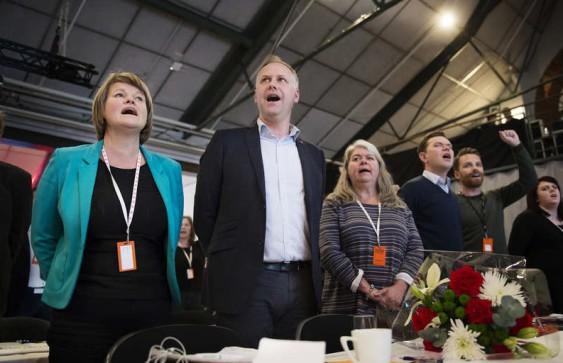 Partiledaren Jonas Sjöstedt och flera andra V-profiler på kongressen i vintras. Foto: PONTUS ORRE