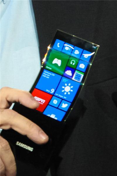 2013 visade Samsung upp prototypmobilen Youm på CES i Las Vegas. Men numera utdöda Windows för mobiler.