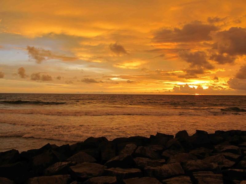 Solen går ner i Arabiska havet.jpg