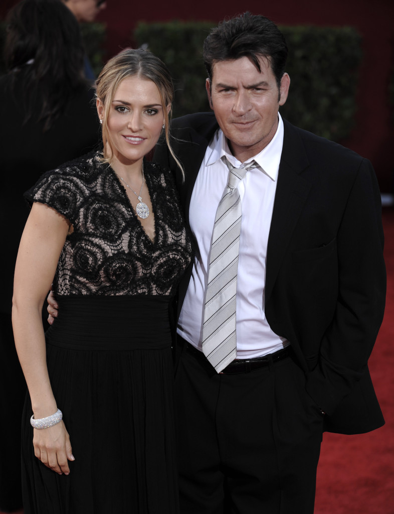 ap foto : chris pizzello : file - in this sunday, sept. 20, 2009 photo, actor charlie sheen, right, and wife brooke mueller arrive at the 61st primetime emmy awards in los angeles.  sheen said friday, may 3, 2013, that he supports a decision by child protective services to temporarily place his twin sons with former wife, mueller, with the actor's other ex-wife, denise richards. (ap photo/chris pizzello, file) / scanpix code: 436 sept. 20, 2009 file photo charlie sheen, brooke muelle people-charlie shee automatarkiverad