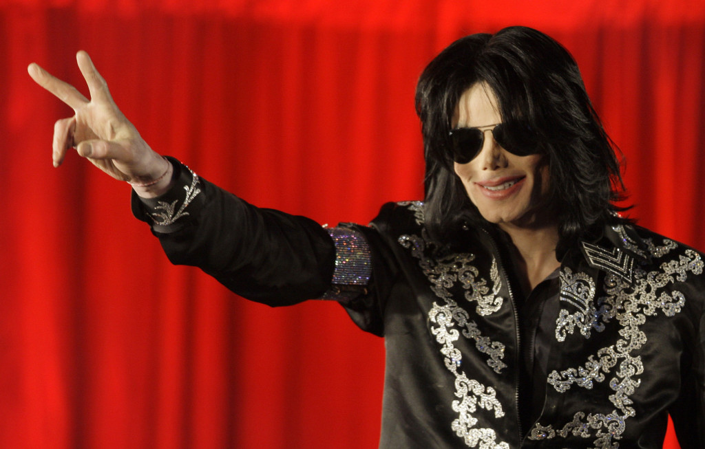 ap foto : joel ryan : file - in this march 5, 2009 file photo, us singer michael jackson speaks at a press conference at the london o2 arena. jackson died in 2009 of ìacute propofol intoxication.î the king of pop had been taking the prescription anesthetic to sleep as he prepared for a series of comeback concerts. (ap photo/joel ryan, file) march 5, 2009 file phot michael jackso celebrity drug overdose automatarkiverad