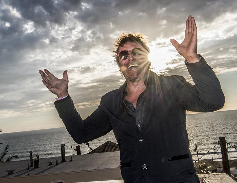 """Torkel Knutsson i Manhattan Beach efter beskedet att Netflix gör amerikansk version av hans svenska kultfilm, """"Naken"""". Foto: Magnus Sundholm"""