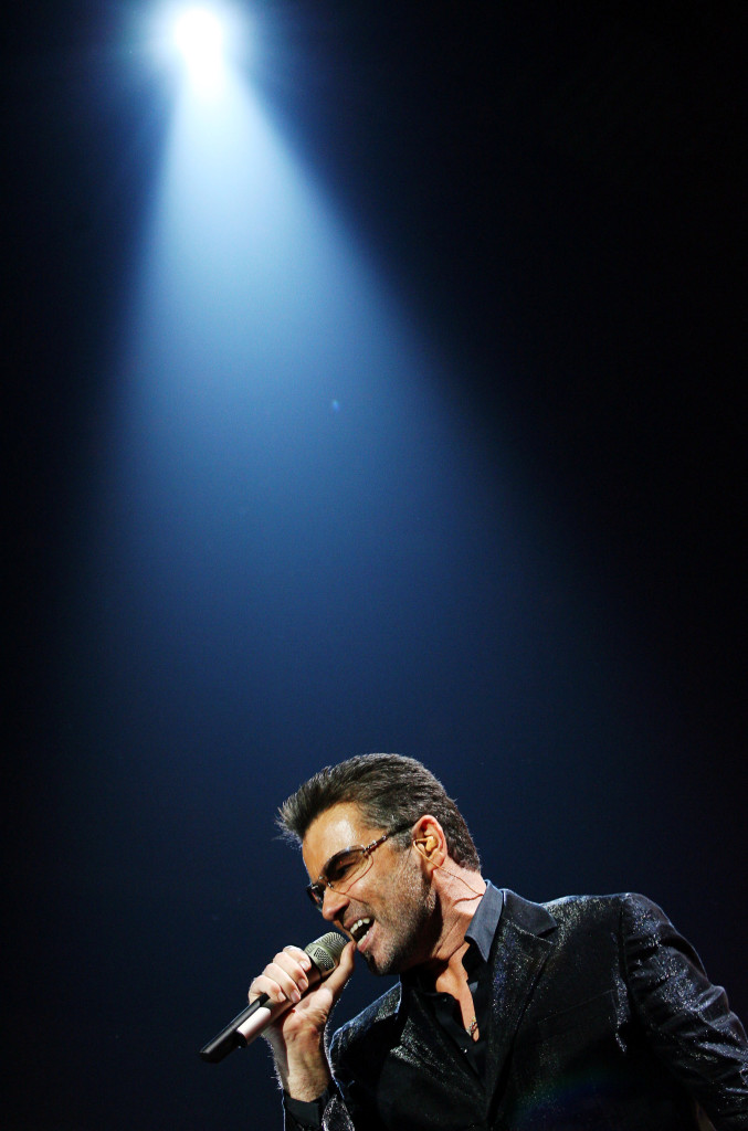 foto : susana vera : madrid 2016-12-25 file photo: british singer george michael performs during the second concert of his world tour 25 live in madrid september 26, 2006. reuters/susana vera/file photo photo:  / reuters / tt / kod 72000 narch/narch3 file photo: british singer george michael performs during the second concert of his world tour 25 live in madri people-michael