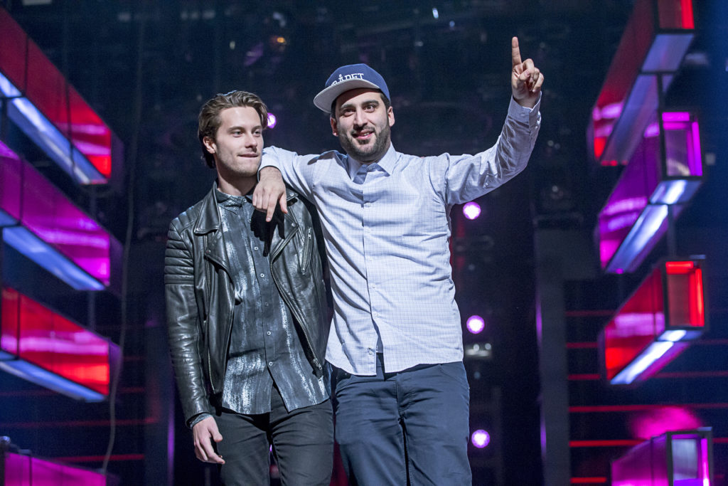 Victor Crone med Behrang Miri på Melodifestivalens scen 2015 Foto: Magnus Sandberg
