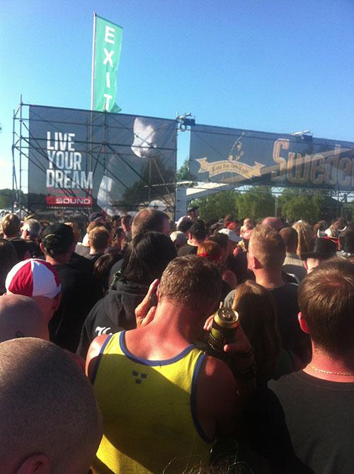 Ungefär samtidigt på Sweden Stage: The Devin Townsend. Och här står jag.