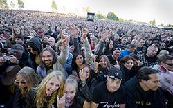 Publiken gillar rock. Foto: RICKARD NILSSON