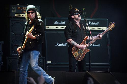 """Mitt bland alla produktlanseringar – vin, vödka, lurar, dojor – hinner Motörhead faktiskt spela musik. Som här, på Getaway Rock i Gävle för tre år sedan, eller som på nya albumet """"Aftershock"""". (Foto: Jerker Ivarsson)"""
