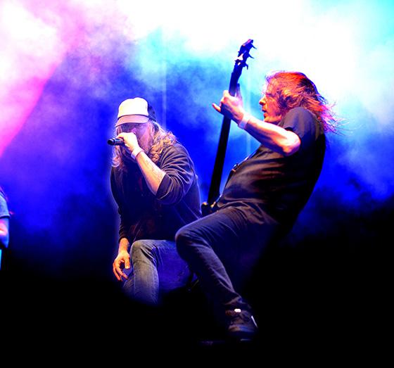 At The Gates Tompa Lindberg och Jonas Björler fångade i full karriär på Metallsvenskan i Örebro förra året. (Foto: Conny Sillén)