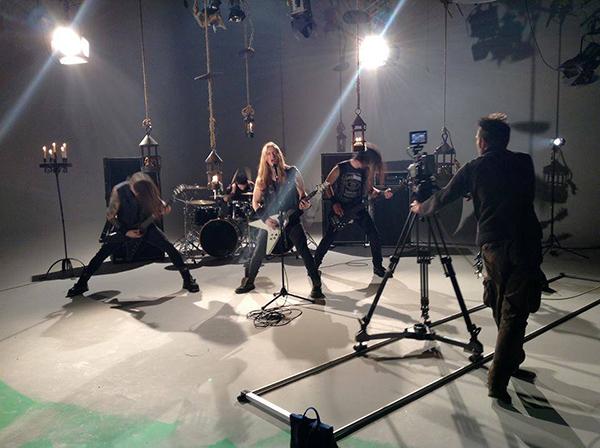 """Savage Messiah under inspelningen av videon till """"Hellblazer"""". Bilden är helt ogenerat norpad från gruppens Facebooksida."""