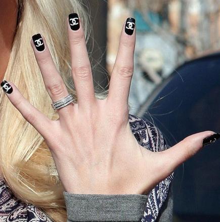 chanel naglar
