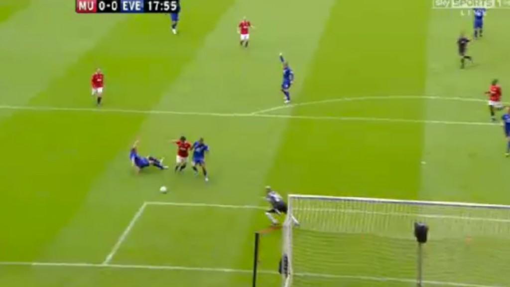 Rooney brot ben i foten borta en manad