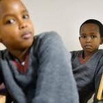 Efter att nya regler kom i januari 2012 har fler somaliska familjer äntligen kunnat återförenas i Sverige. Abdirahman och Abdulahi fick göra dna-test på svenska ambassaden i Uganda för att visa sin identitet.