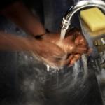 Innan bönen i moskén är den en ritual att tvätta händerna.