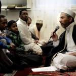 SD har varit kritiska mot planerna på en ny moské, och hävdat att finansieringen kommer från fundamentalister i Saudiarabien, något som imamen Ibrahim Hamad bestämt förnekar.