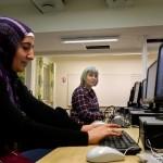 I dag har allt fler privata företag gett sig in på marknaden av sfi-kurser för invandrare. Inger var bibliotekarie i Grekland, men här läser hon en splitterny utbildning i yrkessvenska med inriktning på vård och omsorg, medan Nesibe läser Svenska för invandrare. Södertälje kommun upphandlade nyligen 40 procent av sin Sfi-verksamhet, 350-400 platser, som nu tagits över av ett företag.