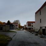 För 20 år sedan hade över 80 procent av de boende i Tjärna Ängar svensk bakgrund. Sedan dess har segregationen ökat snabbt. Idag har bara ca 20 procent här rötter i Sverige