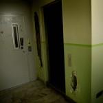 Ett hål i väggen på våningsplanet där familjen Siversson bor.