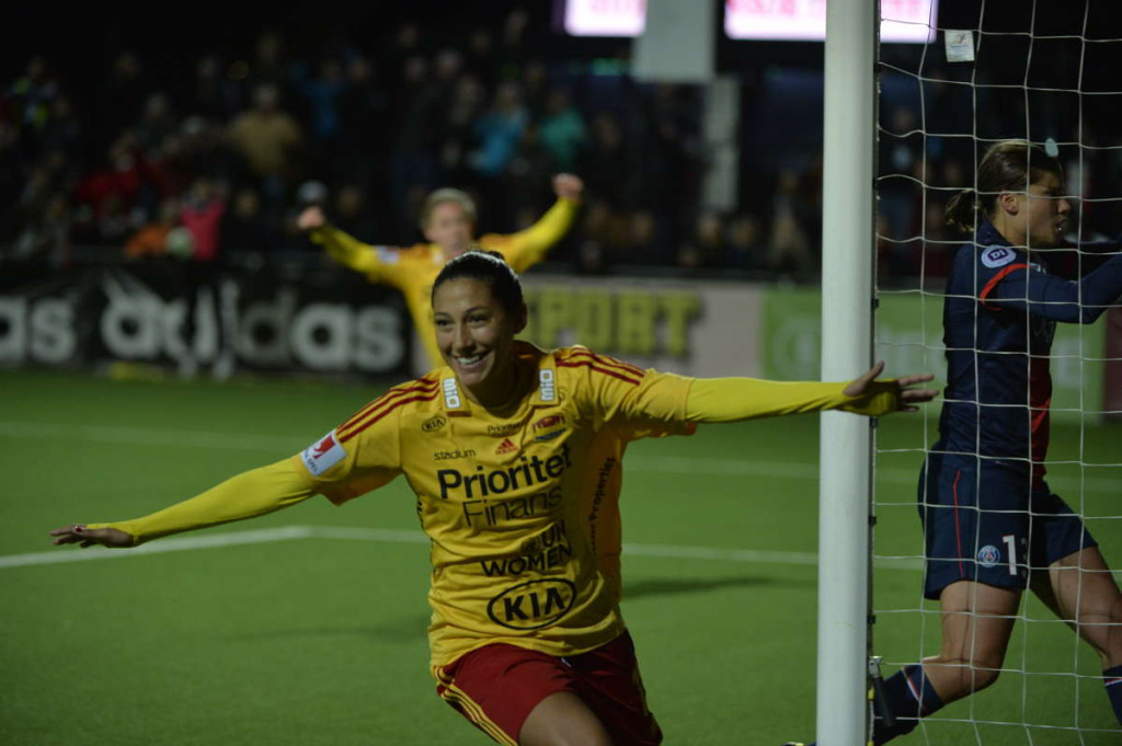 Christen Press jublar efter mål mot PSG i Champions League.