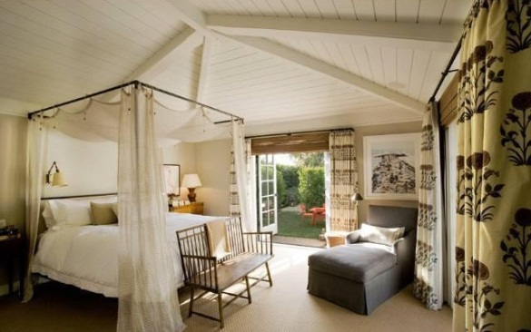 Jennifer-Aniston-master-bedroom