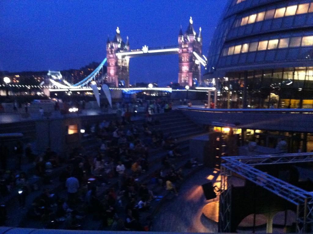 City Hall och Tower Bridge som inramning till en mysig teaterkväll.