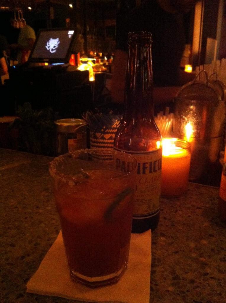Mexikansk öl - med kryddstark tomatsås. citron och salt.