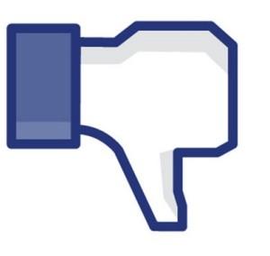 Många gör tummen ner åt att partnern Facebookar.