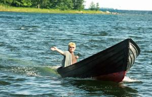 2010: Lena Mellin åker båt utanför Blidö.