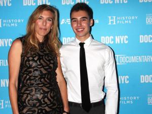 Evan och regissören Amy Berg på premiären.
