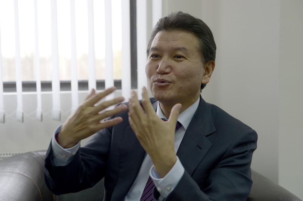 -varför valde ni mig, frågade President Kirsan Iljumzjinov utomjordingarna