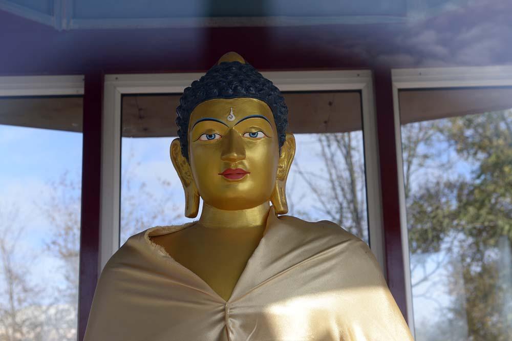 Buddhastatyn står i samma park som Leninstatyn