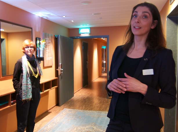 Mary Lou, spaterapeut på Sturebadet SaltsjöQvarn visade oss runt i lokalerna