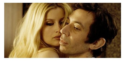 """Laetitia som en porträttlik Birgitte Bardot i """"Filmen om Gainsbourg"""""""